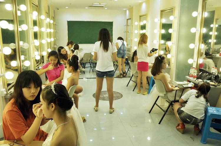 武汉学化妆/武汉天姿美容美发化妆学校/武昌区化妆师